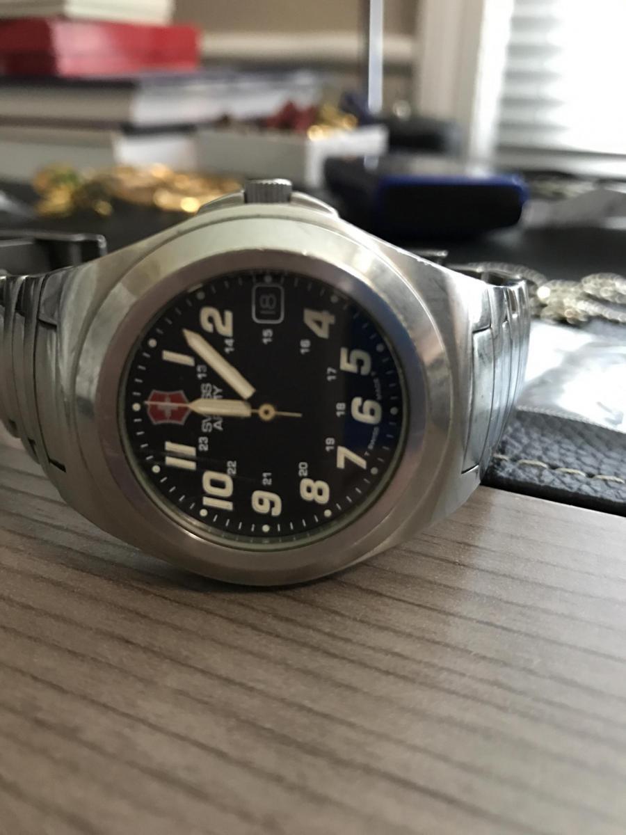 Swiss Army watch Authenticity-image_1499557465833.jpg