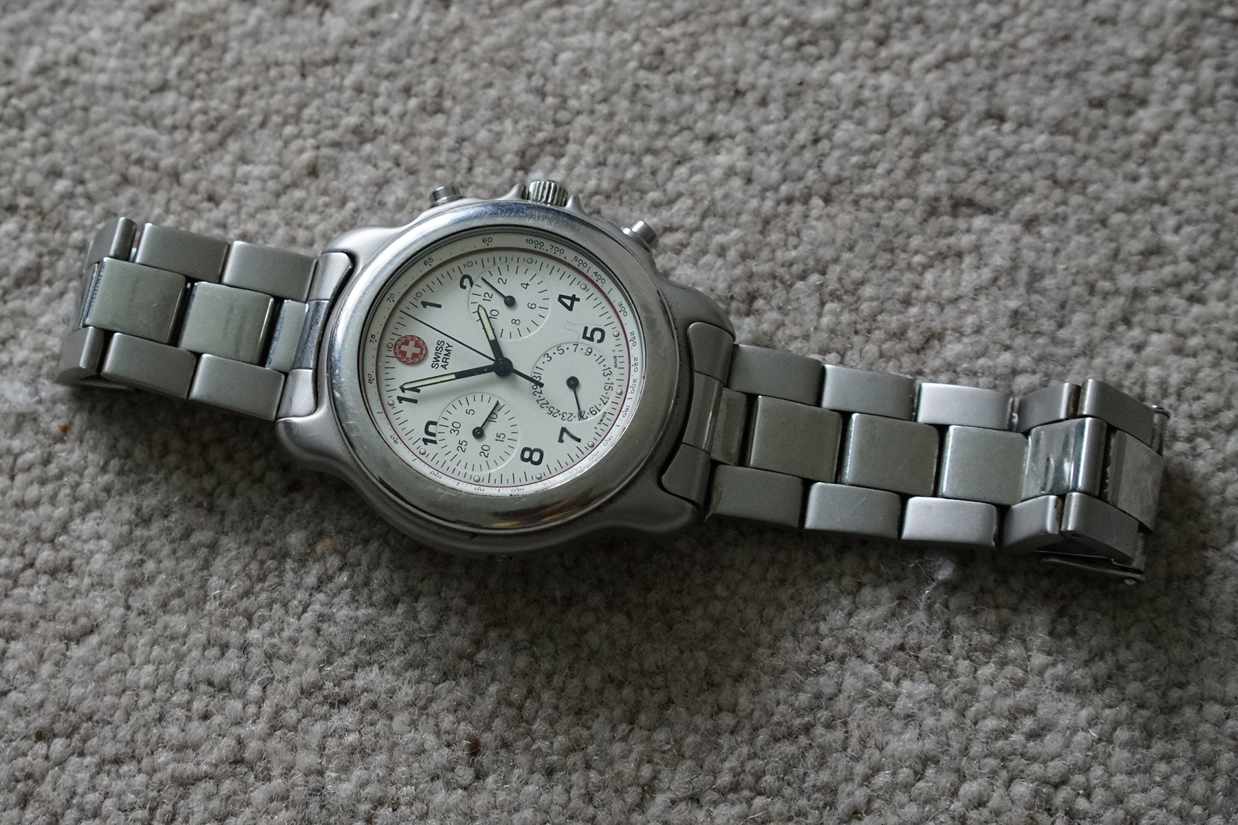 Can anyone tell me anything about this 'Swiss Army Brand' watch please?-watch-1.jpg
